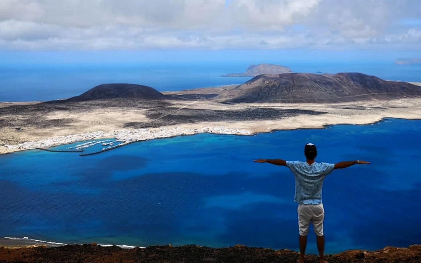 Surf en las islas Canarias: mejores olas y escuela recomendada.